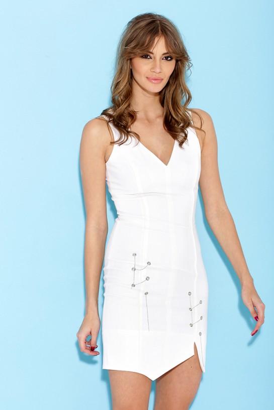 Sukienka z łańcuszkami w kolorze kremowym