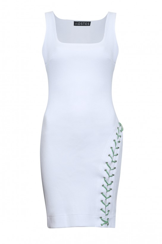 Biała sukienka z rzemieniem