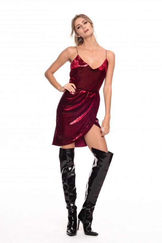 Czerwona sukienka z weluru