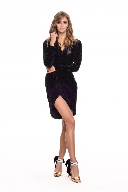 Czarna welurowa sukienka z długim rękawkiem