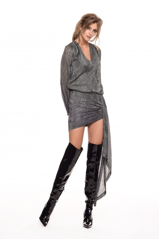 Srebrna sukienka z szarfą