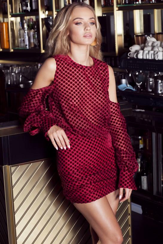 Sukienka w czerwone welurowe groszki