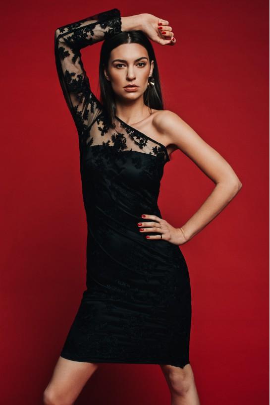 Sukienka z czarnej koronki