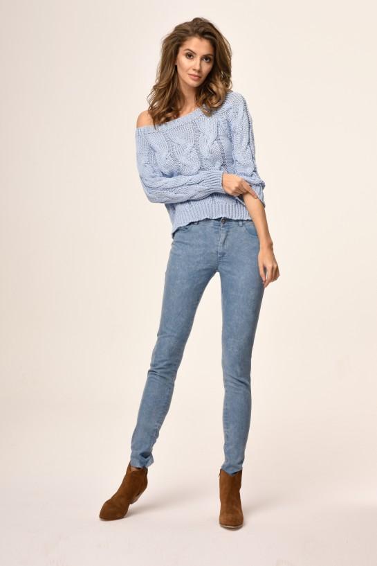 Sweter dzianinowy w kolorze niebieskim