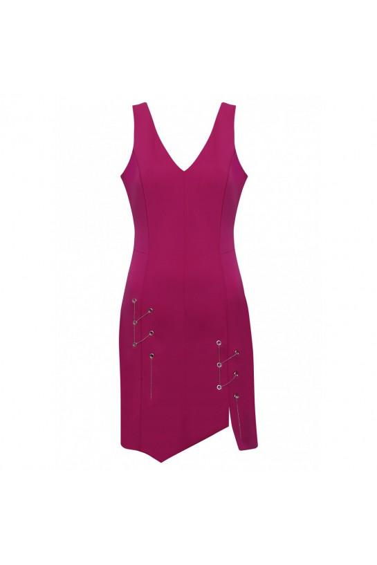 Sukienka z łańcuszkami w kolorze magenty