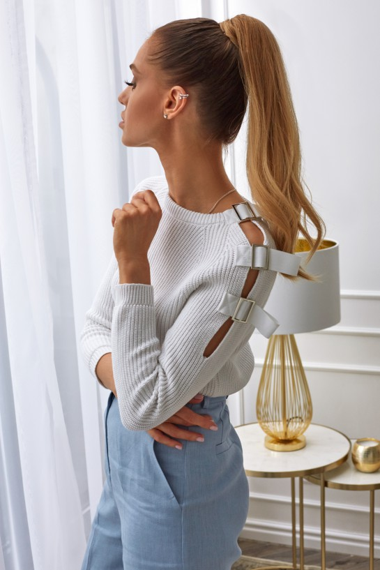 Sweter z klamrami